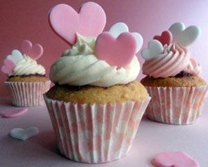 33484_queen_of_heart_cupcakes