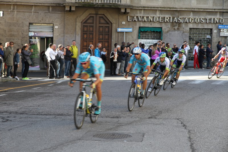 Rosa leading the chase for Nibali