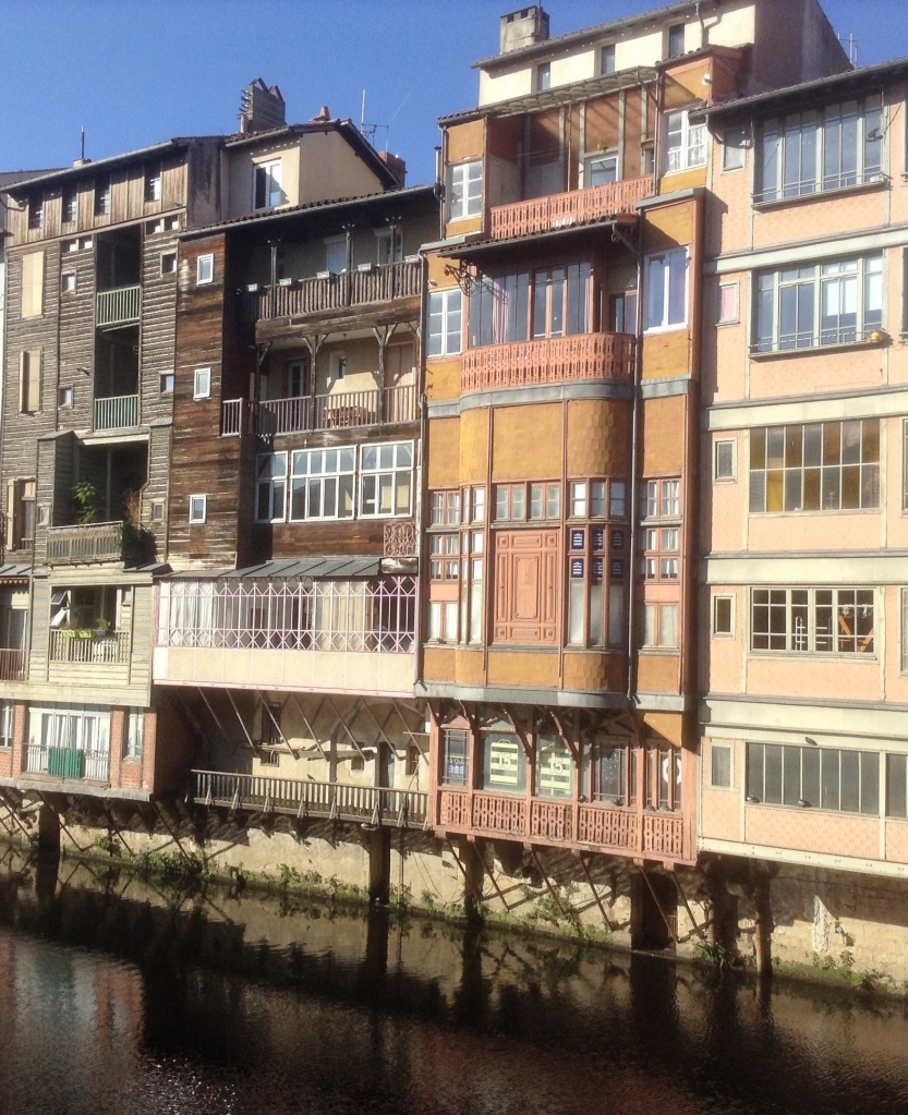 Houses overhanging Agout river