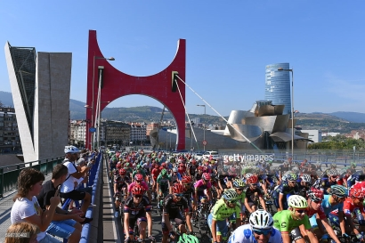 Cycling: 71st Tour of Spain 2016 / Stage 13 Neutral Start / BILABO City / Guggenheim Museum Bilbao / Peloton / Bridge / Fans / Public / Landscape / Bilbao - Urdax Dantxarinea (213,4km)/ La Vuelta / © Tim De Waele