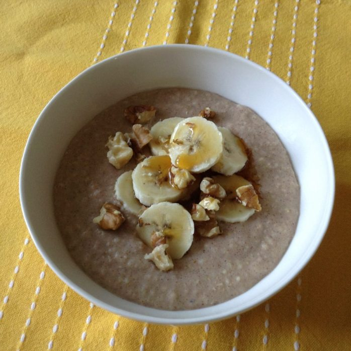 Cinnamon porridge with bananas, walnuts and a dash of maple syrup