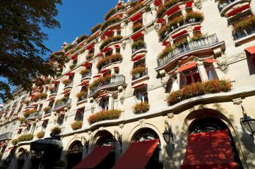 Plaza Athenee front of hotel