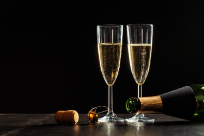 bottle-champagne-glasses
